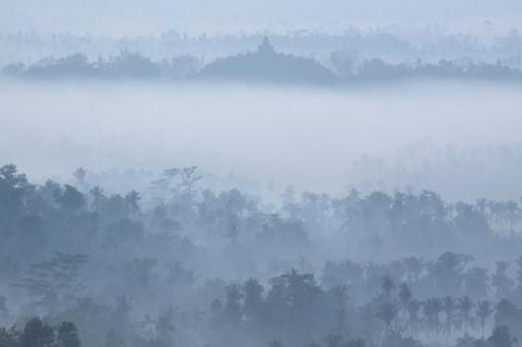 Borobudur dan Lautan Kabut