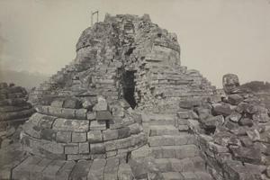 Lubang pada stupa